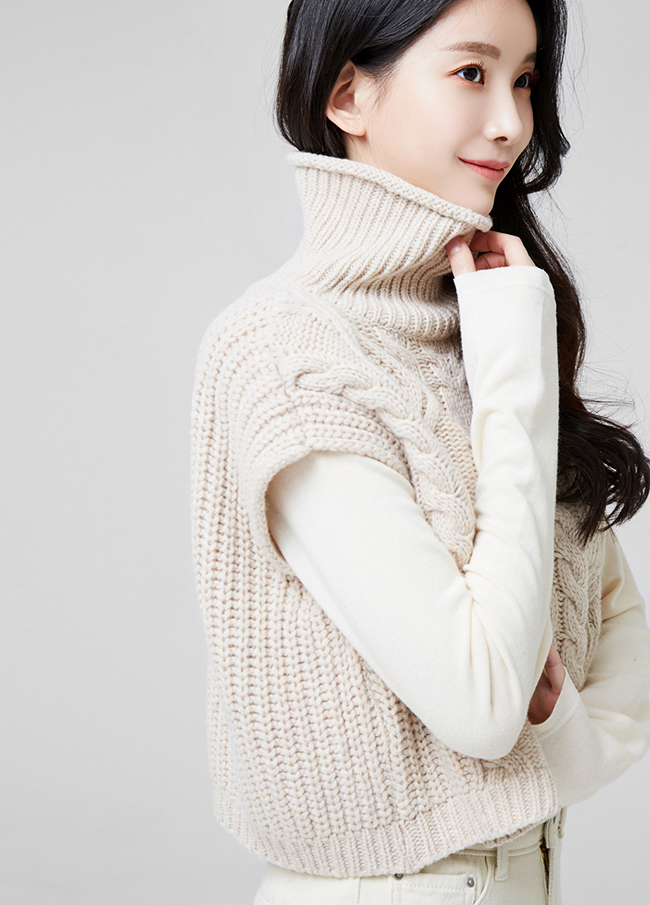 (2FNT151) Crop Wool Highneck Knit Vest