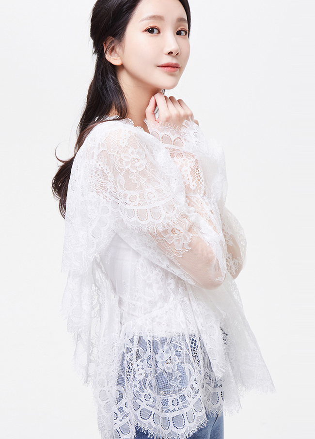 (3SBL022) See-through look lace Freel Blouse